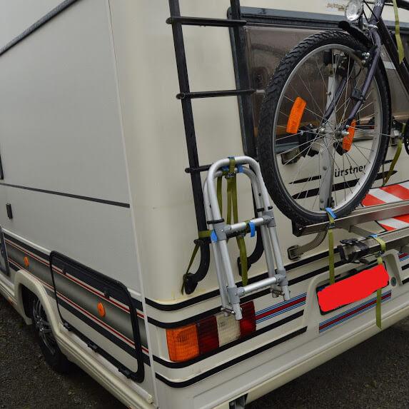 Wohnmobil mit Fahrradträger Heckschaden